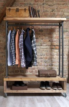 Ankleidezimmer Moderne Garderobe von Paletten How To Choose Awnings For Your Home Or Business Before Closet Storage, Bedroom Storage, Loft Closet, Deep Closet, Wardrobe Storage, Closet Shelves, Industrial Furniture, Diy Furniture, Industrial Metal