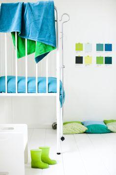 #mundomelocotón #nursery #kidsroom #baby #aqua #lime #green #blanket #babykamer color swatches on the wall, too fun!