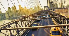 En tur over Brooklyn Bridge med Manhattan i baggrunden skal opleves på en ferie i New York. - Foto: bravobravo