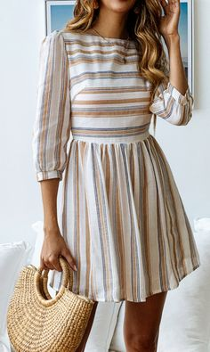 Minimal striped pleated dress - Looks - # striped dress - STYLE - Summer Dress Outfits Short Summer Dresses, Trendy Dresses, Spring Dresses, Spring Outfits, Cute Dresses, Fashion Dresses, Elegant Dresses, Dresses Dresses, Summer Dresses With Sleeves