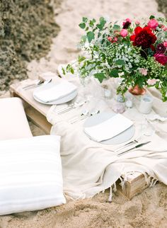 Photography: Connie Whitlock Photography | Event Planning + Design: A Vintage Affair Events & Rentals | Floral Design: Sassybird Flowers | Wedding Dress: Karen Willis Holmes | Stationery: Betlem Calligraphy | Hair + Makeup: Tyla Miller | Model: Dallas Jays