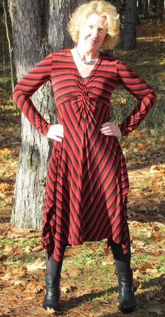Vogue 1477 dress by Donna Like Golf (Pattern Review) from pattern by Sandra Betzina. Fabric is poly-lycra double knit purchased from Annette's outside of Louisville, KY.