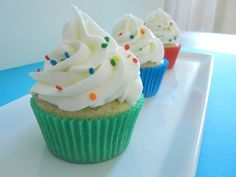 Resultados de la Búsqueda de imágenes de Google de http://img.neeerd.com/36310/36310-5-cupcakes-puke-rainbow-xd.jpg