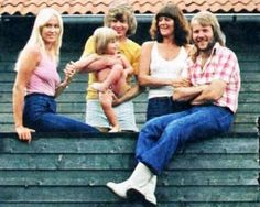 Frida & Benny privately with Agnetha & Bjorn and their daughter Linda in 1975. Check out the moment Linda and Frida are having...