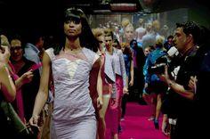 Revivimos en el Blog alguno de los momentos que más nos gustaron la semana pasada en la inauguración :D    Esta imagen en concreto está tomada del desfile de la diseñadora Montse Liarte. Blog, Dresses, Fashion, Zaragoza, Events, Fotografia, Vestidos, Moda, Fashion Styles