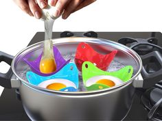 Silicone cups for the perfect poached eggs - You can use them in a pan with boiling water or in a microwave oven. Bright silicone cups allow you to make evenly cooked eggs with intact yolks. Cool Kitchen Gadgets, Home Gadgets, Cooking Gadgets, Gadgets And Gizmos, Kitchen Tools, Cool Kitchens, Kitchen Decor, Cooking Hacks, Kitchen Stuff