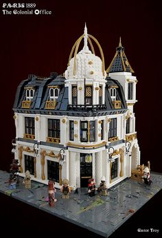 Castor Troy - Paris Steampunk 1889 - The Colonial Office - Paris 1889 will continue to grow. This is the Colonial Office (Ministère des colonies). Steampunk Lego, Steampunk City, Lego Modular, Lego Design, Construction Lego, Lego Boards, Cool Lego Creations, Lego Storage, Lego Projects