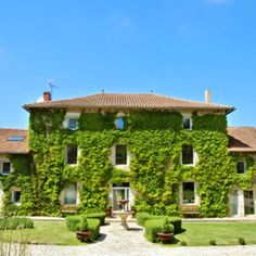Stay in this giant mansion in #France FREE this summer via housesitting, see details by clicking on the image!