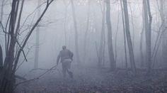 Muukalainen (2008) movie by J-P. Valkeapää - Running in misty woods