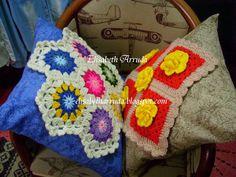 Almofadas enfeitadas com squares confeccionados em croche
