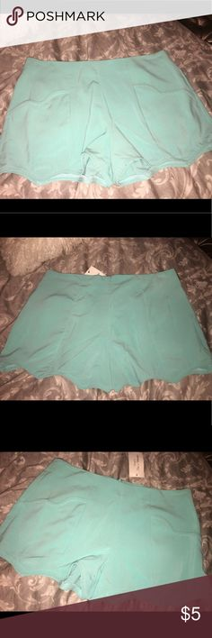 Women's blue front pocket scalloped shorts ❤️ Women's blue front pocket scalloped shorts!! Back zipper!! Photos are front and back! NWT Large! hot&delicious Shorts Bermudas