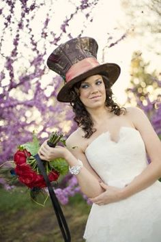 Alice in Wonderland Wedding Party Ideas.. Please don't be late for such an important date!