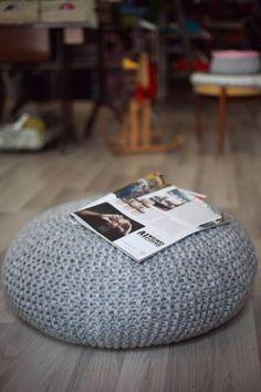 """Anleitung Sitzkissen """"Country"""" Material - 8 x Country von Midara, 100 Gr/34 Gr, (30%Wolle, 25% Nylon, 10% Mohair, 35% Akryl) - 1 x Rundstricknadel Birke von KnitPro 12 oder 15 mm/80 cm - 1 x..."""