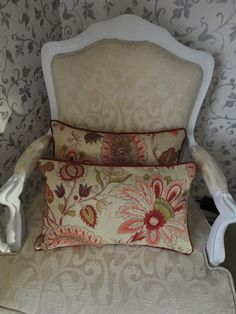 flower red pillows