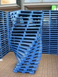 Pallet art... ++ from here : 31 ways to reuse pallets