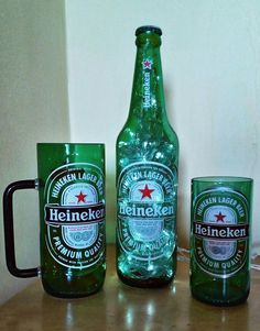 Garrafas de Heineken.