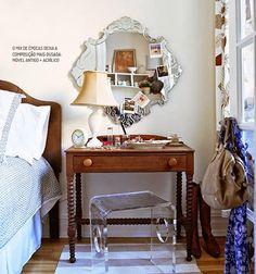 Escrivaninhas e penteadeiras ao lado da cama   Pesquisa de Mercado Arquitrecos