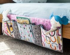 Sewing Projects For Kids Bedside Pockets Organizer - free sewing tutorial — SewCanShe Sewing Hacks, Sewing Tutorials, Sewing Crafts, Sewing Tips, Sewing Ideas, Tutorial Sewing, Sewing Box, Sewing Basics, Purse Tutorial