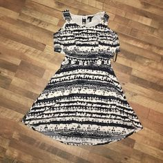 Jessica Simpson dress Black and white tribal print dress with a cut out in the lower back. The top has buttons in the back, and the bottom has a zipper. Fits true to size. Only worn a couple times. Jessica Simpson Dresses Backless