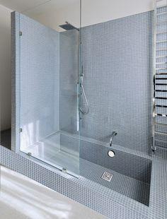 Colonna vasca No limits V – OMP – Diy Bathroom Remodel İdeas Bathtub Remodel, Diy Bathroom Remodel, Bathroom Renovations, Bathroom Design Small, Bathroom Interior Design, Modern Bathroom, Bathroom Tub Shower, Beautiful Bathrooms, Bathroom Inspiration