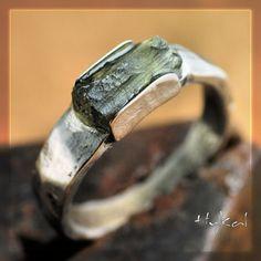 Kovaný nerezový prsten s vltavínem - KOUSEK na FLER