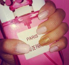 Light taupe gold nail art