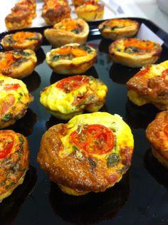 Egg muffins com tomate fresco e tomilho