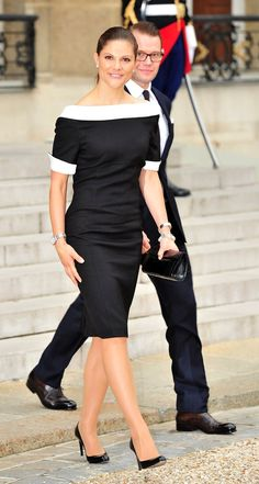 Princess Victoria gives Charlotte York a run for her money! She Can Work a Sophisticated Black and White Look Princess Victoria Of Sweden, Crown Princess Victoria, Celebrity Casual Outfits, Celebrity Style, Classy Dress, Classy Outfits, Princesa Victoria, Sweden Fashion, Royal Fashion