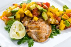 Easy to Eat Clean Grilled Chicken with Fresh Mango Salsa - Brighten up your January! the colors on you plate will instantly brighten your mood, and have you daydreaming of Summer days! Real Food Recipes, Chicken Recipes, Diet Recipes, Cooking Recipes, Healthy Recipes, Diabetic Recipes, Clean Eating Recipes, Healthy Eating, Clean Foods