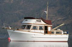 trawler yachts | Used Universal Marine Pacific 40 Trawler Yacht for sale - Color ...