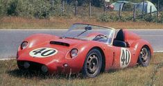 The Alfa Romeo - Conrero 1150 SV Spider at the 24H of Le Mans in 1960. The chassis was built and designed by Virgilio Conrero, the engine was a 1300cc from the Giulietta reduced to 1150cc. It was driven by Bernard Costen & Francesco de Leonibus and did not make it to the finish due to a gearbox problem in lap 96. At the last pair of photo's you can see Giuseppe Busso, Carlo Chiti and Conrero testing the car at Monza early 1960 before the Targa Florio.