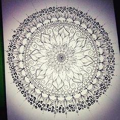 #Blackandwhite #Mandala #Mandalas #Paint #Painting #Art #Drawing #Draw #Scketch #LoveToPaint #LoveToDraw #Pasion #Happiness #Artist #Dibujo