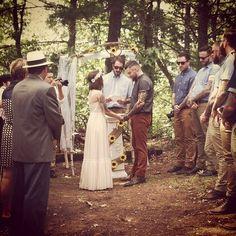 Outdoor wedding ceremony, country wedding #bohowedding #CountryWedding #OutdoorWedding