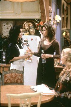 Monica Geller (Courteney Cox), Rachel Green (Jennifer Aniston) ~ Friends Episode Stills ~ Season 1