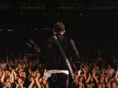 "Canal Electro Rock News: Kings Of Leon disponibiliza vídeo ao vivo do single ""Waste A Moment"""