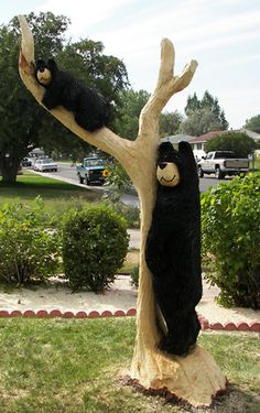 On site chainsaw carving bears