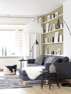 In deze zithoek is gekozen voor een grote Karlstad familiebank met chaise longue, zodat het hele gezin tegelijk kan zitten.
