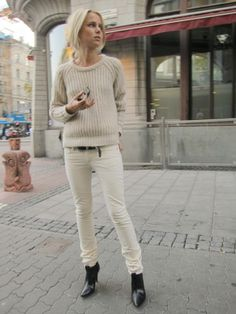 Elin Kling in winter white. Elin Kling, Style Désinvolte Chic, Mode Style, Casual Chic, Parisienne Chic, Estilo Blogger, Looks Street Style, Looks Chic, Street Style