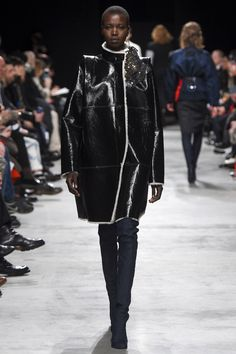 Lutz Huelle Fall 2016 Ready-to-Wear Fashion Show