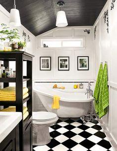 Une salle de bain tout en longueur et étroite ! voici une solution