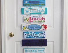 Signe de Disney, entièrement personnalisée à vos manèges préférés et les attractions de peintes à la main.