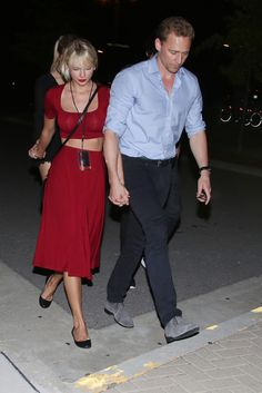 Tom Hiddleston and Taylor Swift at Selena Gomez Concert in Nashville - June 2016 Taylor Swift Y Tom, Estilo Taylor Swift, Taylor Swift Style, Live Taylor, News Fashion, Look Fashion, Ethel Kennedy, Taylor Swift Pictures, Taylors