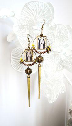 Boucles d'oreille ethniques, pics en métal couleur bronze et perles jaunes. : Boucles d'oreille par mes-tites-lilis