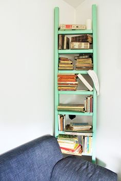 de Source by angelamatulevic Ladder Bookshelf, Diy Ladder, Bookshelves, Bookcase, Upcycle, Macrame, Paper, Home Decor, Ladder Bookcase