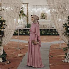 Ideas for skirt outfits modest maxi Hijab Prom Dress, Hijab Gown, Kebaya Hijab, Hijab Evening Dress, Hijab Style Dress, Kebaya Dress, Dress Pesta, Hijab Wedding Dresses, Long Bridesmaid Dresses