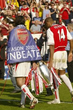 The Invincibles with the title by Stuart MacFarlane Arsenal Premier League, Premier League Champions, Arsenal Football, Arsenal Fc, Arsenal Wallpapers, Tupac Pictures, Travel Humor, Vintage Football, Old Trafford