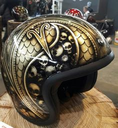Salon de Lyon Custom Paint Motorcycle, Custom Motorcycle Helmets, Custom Helmets, Motorcycle Outfit, Airbrush Designs, Airbrush Art, Biker Accessories, Biker Helmets, Cafe Racer Helmet