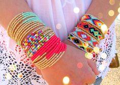 Friendship Bracelet Aztec in Coral par TheTreeOfHappiness sur Etsy, $24.90