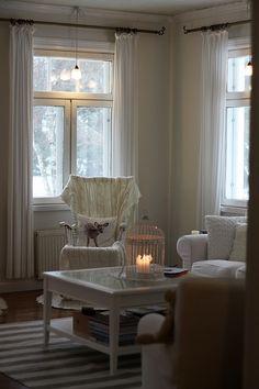 olohuone,olohuoneen sisustus,valkoinen,joulu,joulukoti