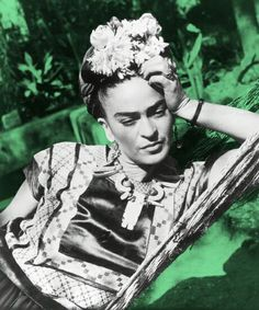 Frida Kahlo: Frida was a sexually liberated woman who engaged in love affairs with women, even during her marriage to artist Diego Rivera. Diego Rivera, Frida E Diego, Frida Art, Edward Weston, Frida Kahlo Pictures, Natalie Clifford Barney, Famous Artists, Great Artists, Tina Modotti